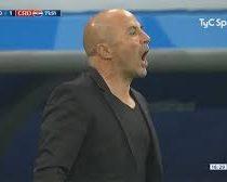 El momento en que Sampaoli destemplado le grita