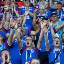 Los islandeses celebraron en el Spartak con un multitudinario saludo Vikingo