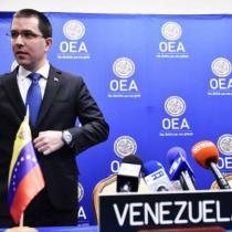 Arreaza acusa a Piñera de