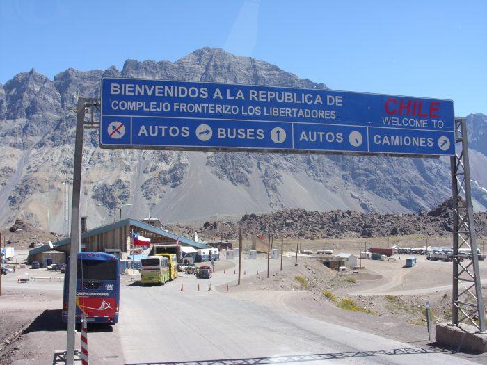 Cierran paso terrestre Los Libertadores entre Chile y Argentina por temporal