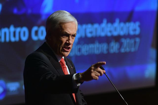 Piñera con el rector del Liceo de Aplicación: