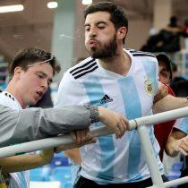 Hinchas argentinos agredieron y escupieron a Sampaoli en el estadio
