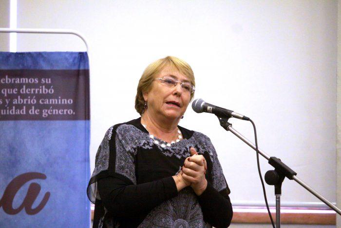 """Bachelet destacó a feministas: """"Estoy súper optimista con el movimiento de las chiquillas"""""""