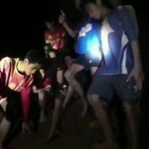 Niños atrapados en Tailandia: 3 consejos de supervivencia de uno de los mineros chilenos rescatados en 2010