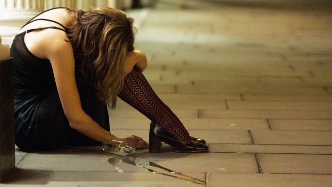 Por qué algunas personas pierden completamente la memoria durante una borrachera (y qué nos dice esto de su salud)