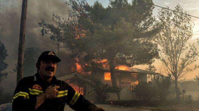 Grecia: al menos 50 muertos en feroces incendios forestales cerca de Atenas
