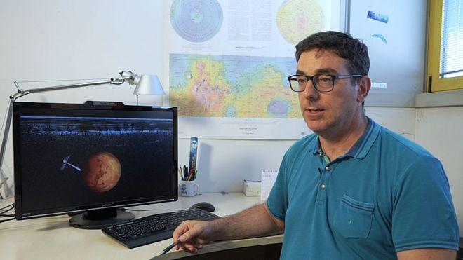 """Científico Roberto Orosei: """"Marte tuvo agua y fue caliente durante un período de tiempo que en la Tierra fue suficiente para que emergiera la vida"""""""