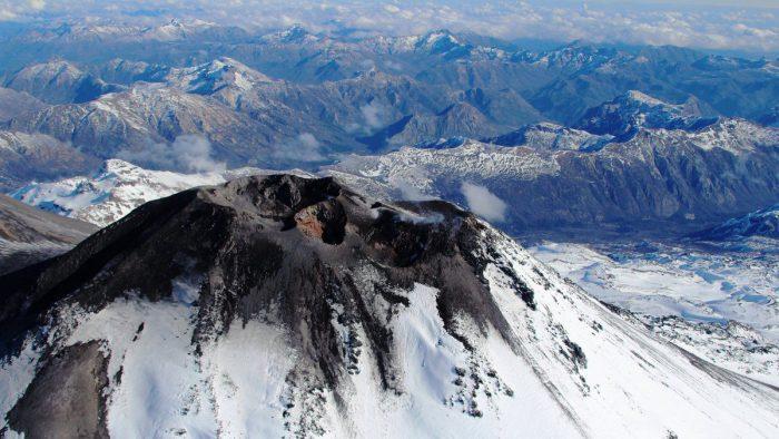 Se mantiene la alerta por posible erupción del volcán Nevados de Chillán