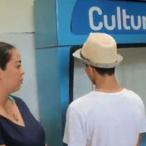Madre colombiana se entera de acto vandálico cometido por su hijo y lo va a entregar a la policía