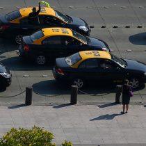 """Gremio de taxistas se moviliza en protesta contra la denominada """"Ley Uber"""""""