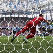 Raphael Varane pone en ventaja a Francia frente a Uruguay