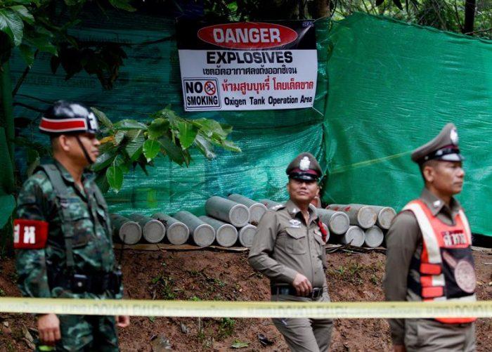 Horas claves: Seis niños dejan atrás la zona inundada de la cueva en Tailandia y son llevados a un hospital