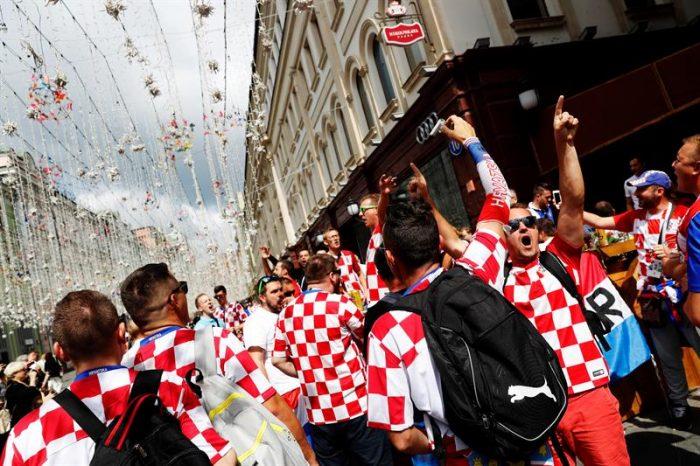 """Euforia: El Mundial pone """"patas arriba"""" la vida cotidiana de los croatas"""