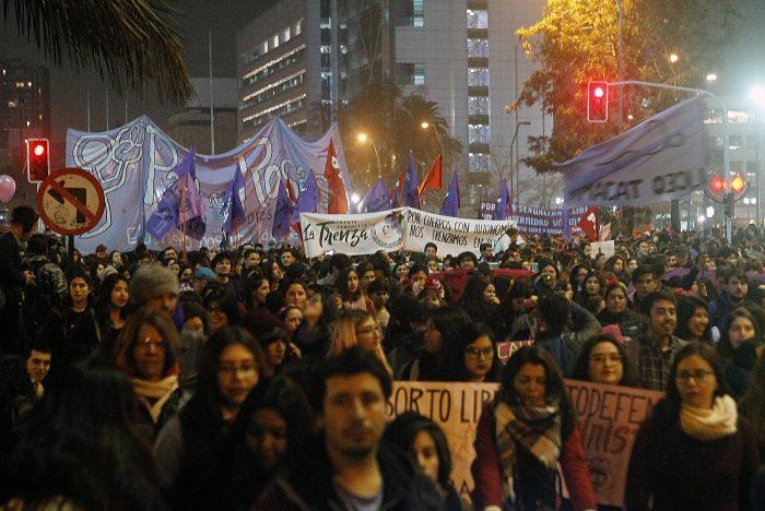 """""""Nos quieren reprimir y callar, pero no lo conseguirán"""": Manifestante herida en marcha por aborto libre relató lo sucedido"""