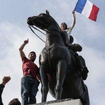 En todo el mundo: hinchas franceses celebran el título del Mundial en la Plaza Italia