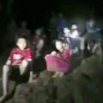 Tailandia: el momento en que los buzos encontraron a los 12 adolescentes atrapados en una cueva desde hace 9 días