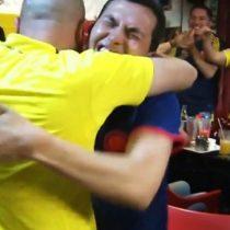 Colombia: la apasionada manera en que un hincha ciego y sordo sigue los partidos del Mundial gracias a su amigo