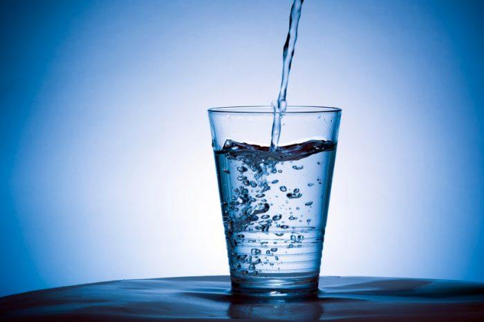 Primera agua eco amigable creada en EEUU llega a Chile