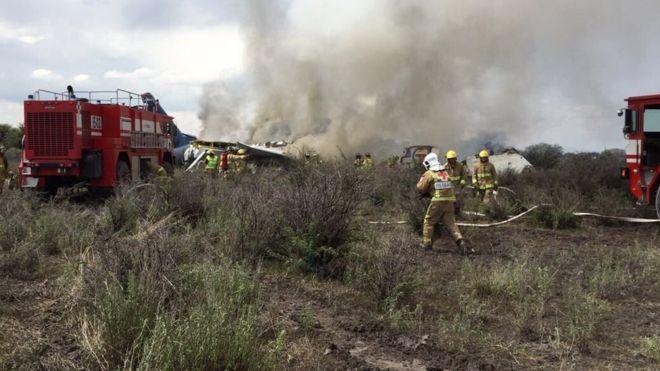 México: un avión de Aeroméxico cae poco después de despegar de Durango con 101 personas a bordo