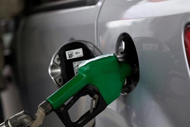 Vacaciones en auto: bencinas completan 11 semanas consecutivas a la baja