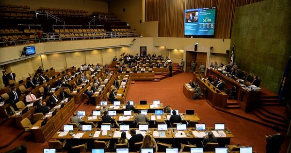 """Termómetro Digital U. Central: Polémica por currículums """"inflados"""" empeora evaluación del Congreso"""