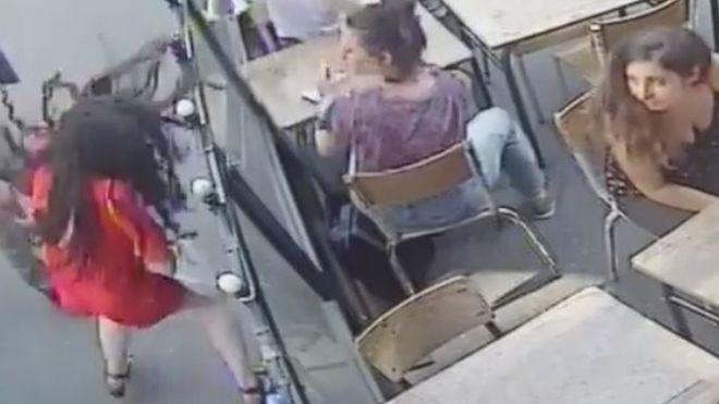 La indignación que causó en Francia el video de la brutal agresión a una mujer en la calle