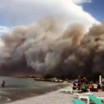 Grecia: el infierno creado por las llamas y el humo de los devastadores incendios forestales