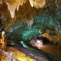 Hallan vivos a 12 escolares y su monitor perdidos en una cueva tailandesa