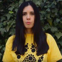 Javiera Mena graba video acerca de la crueldad en la industria del huevo