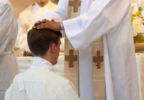 Trasladan a dos sacerdotes implicados en abusos a menores que habitaban al lado del Colegio San Ignacio