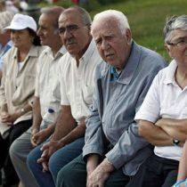 Senadores proponen que afiliados mayores de 60 años puedan retirar hasta $2 millones de la AFP
