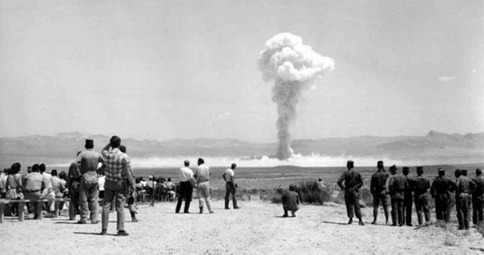 El hipnótico brillo radiactivo: El espectáculo del fin del mundo