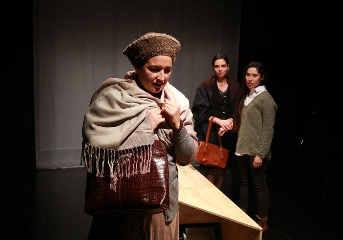 """Obra """"El país sin duelo"""" en Sala de Teatro de la U. Mayor"""