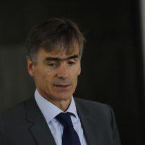 El gabinete de Piñera no para: ministro de Economía recomienda sacar la plata al extranjero