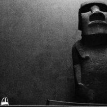 La increíble historia del moai que Reino Unido