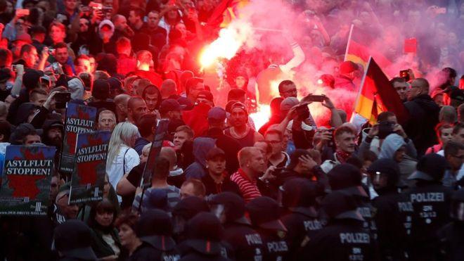 Alemania: por qué la ciudad de Chemnitz está siendo escenario de violentas protestas xenófobas