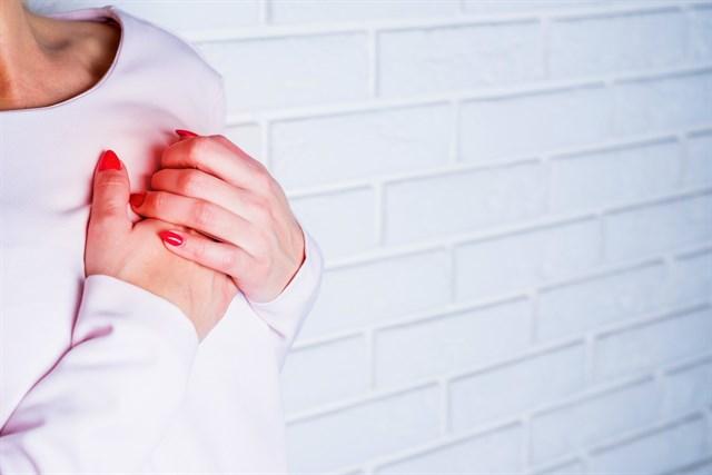 Mes del corazón: los diferentes síntomas de un infarto cardíaco en hombres y mujeres