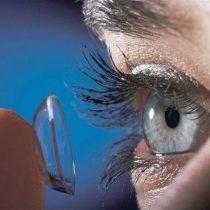 Lentes de contacto pueden contribuir a contaminación del agua con microplásticos