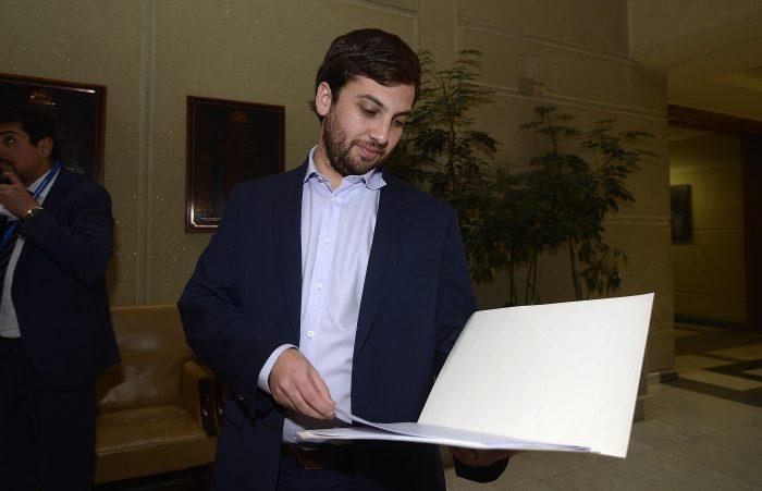 Diputado Soto (DC) propone fijar por ley aguinaldo obligatorio de 50% de la remuneración mensual