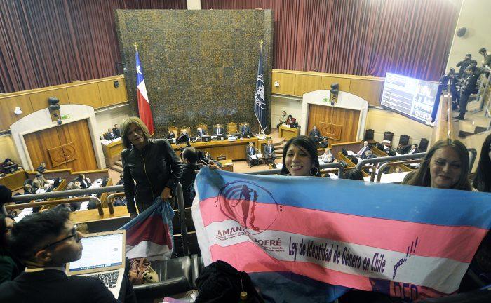 Derecha saca del sombrero una nueva fórmula para impugnar la Ley de Identidad de Género ante el Tribunal Constitucional