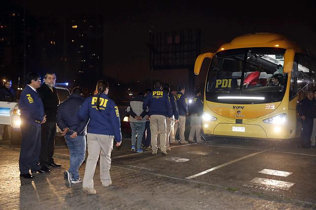 Gobierno a lo Trump: expulsan a 69 bolivianos y ocho peruanos