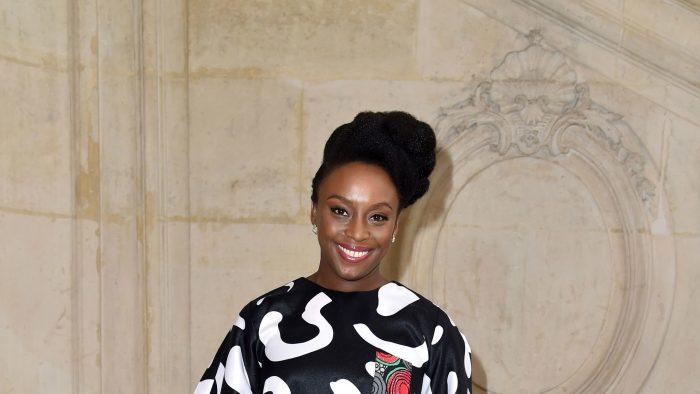 Destacada escritora feminista Chimamanda Ngozi Adichie será parte de Puerto de Ideas Valparaíso 2018