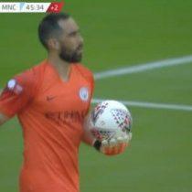 Claudio Bravo recibe críticas por cometer error que casi termina en gol