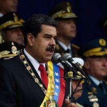 Nicolás Maduro es evacuado durante un acto oficial debido a una fuerte explosión