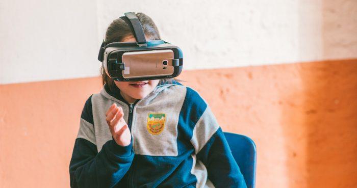 Proyecto de realidad virtual impulsa el aprendizaje de ciencias naturales y geografía en todo Chile
