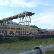 Colapso en Génova: la desesperada búsqueda de sobrevivientes bajo los escombros del puente derrumbado