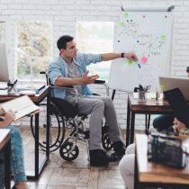 Inclusión laboral: cómo debe acoger el equipo de trabajo a una persona con discapacidad