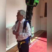 Sebastián Piñera usa la mochila de Google Street View y recibe cientos de comentarios