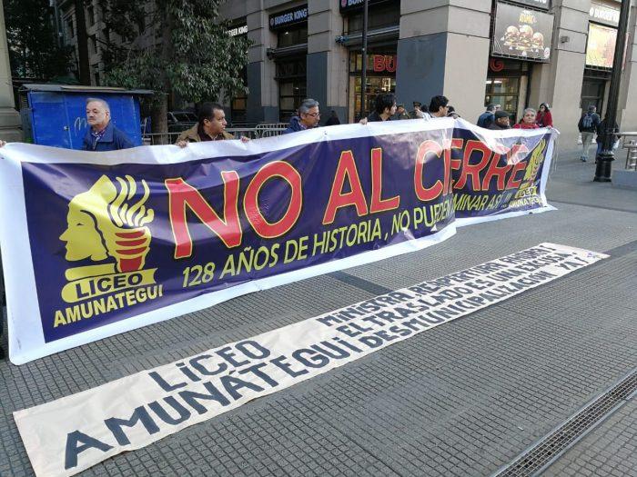 Liceo Amunátegui: Comité de Defensa solicita a ministra Cubillos reapertura del establecimiento