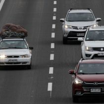Inicia restricción vehicular en Santiago: Autos con patentes 0 y 1 no podrán circular